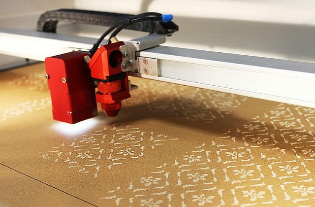 laser cutting of cardboard boxes