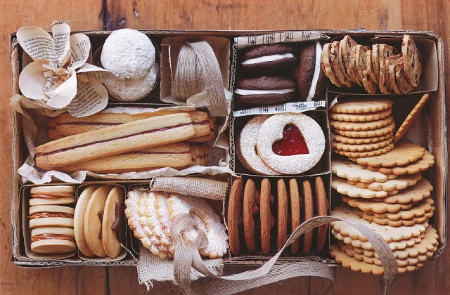 DIY cookie gift basket
