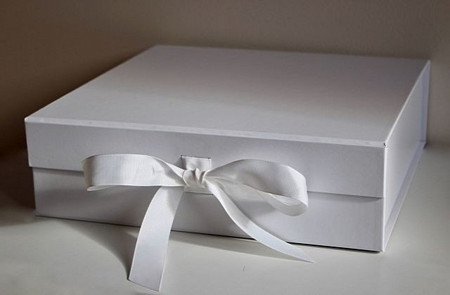 white boxes for gifts