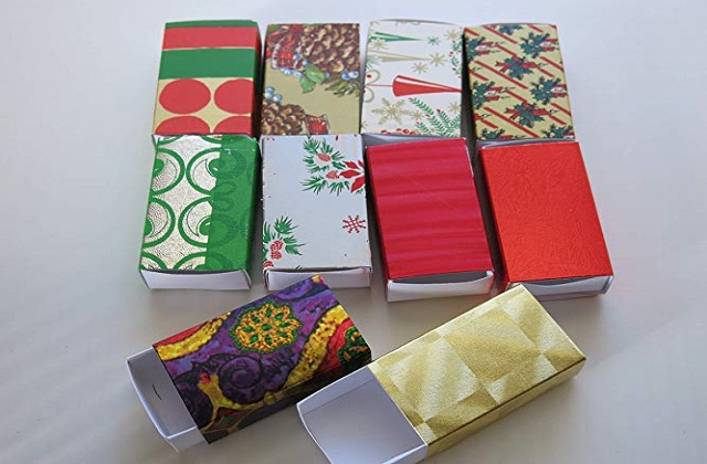 gift wrapping boxes