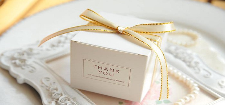 Pack-Your-Wedding-Gifts-in-Stunning-White-Boxes